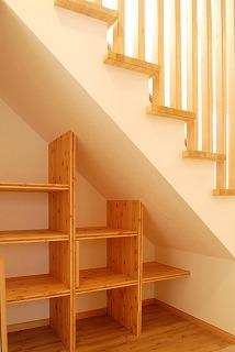 階段下をOPENな収納に.jpg